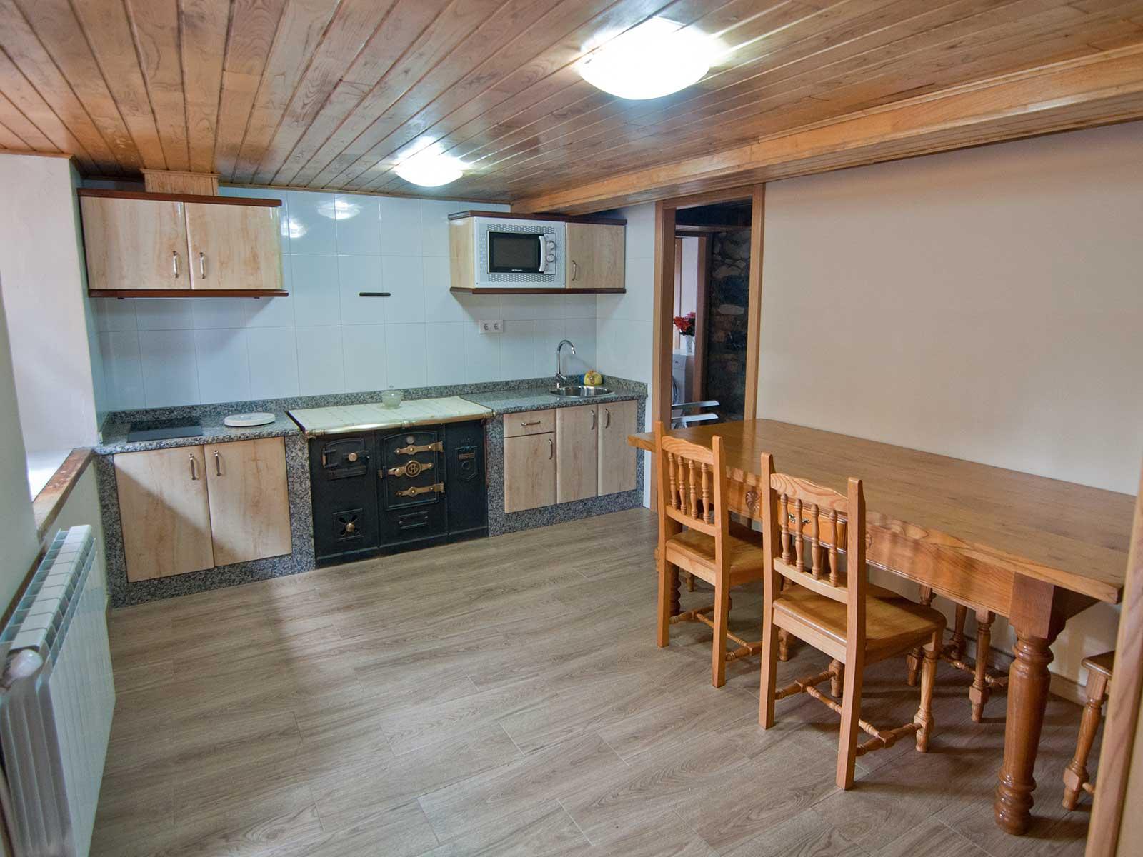 Casa rural en belmonte de miranda asturias casa blas n for Trabajo cocina asturias